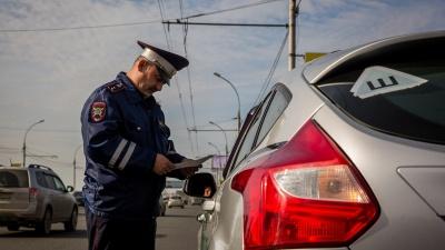 Приставы забрали у новосибирца «Тойоту RAV4» — он накопил долгов на 1 миллион рублей