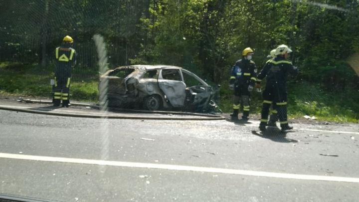 На трассе в Перми произошла массовая авария с автобусом, одна машина сгорела