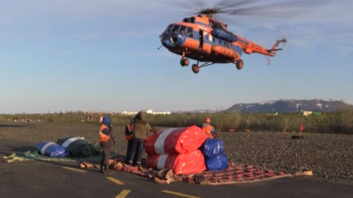 На место разлива дизтоплива в Норильске доставили дополнительные емкости