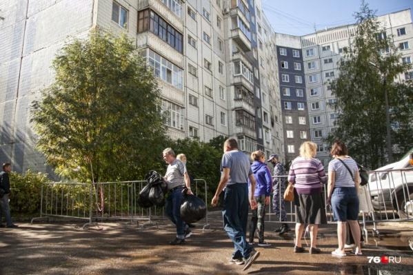 Ещё 31 житель ярославского дома, пострадавшего от взрыва газа, переехал в пункт временного размещения