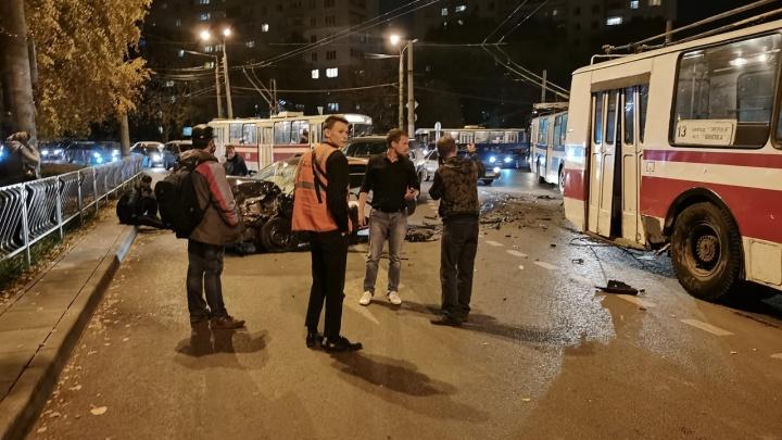 Очевидцы: в ДТП на кольце Стара-Загоры и Кирова попали пьяные водитель и пассажир каршеринга
