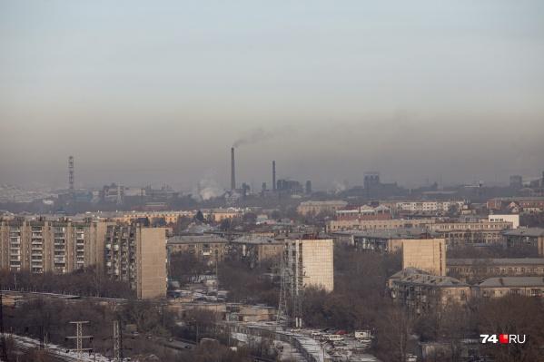 Дым от заводов висел в воздухе все выходные, но нарушения заметили только на дорогах города