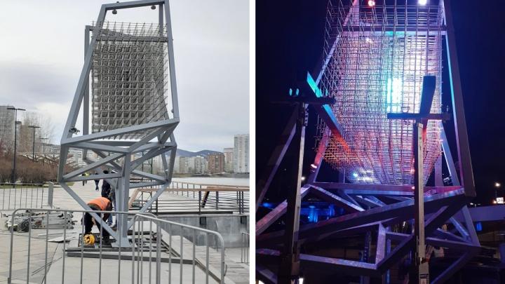 На правобережной набережной монтируют систему для светового шоу