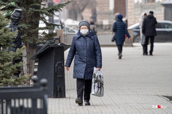 Пока одиноким пенсионерам приходится самим ходить в магазины