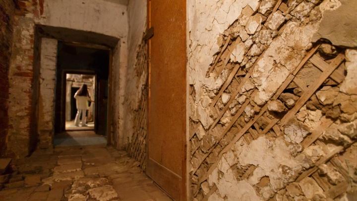 Мужчина погиб под рухнувшей стеной в Волгоградской области