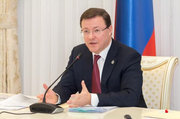Дмитрий Азаров пообещал, что ясность по работе общепита и торговых центров появится через неделю