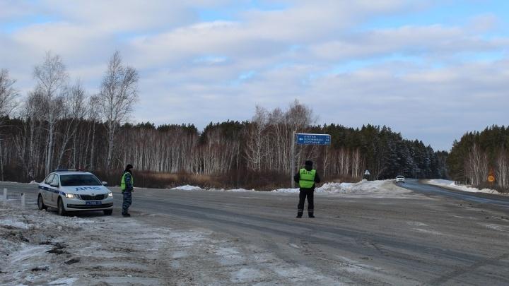 Ледяной дождь и сильный ветер: ГИБДД Зауралья просит водителей не покидать населенные пункты