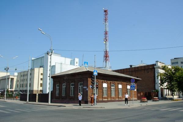 Здание стоит в центре Тюмени