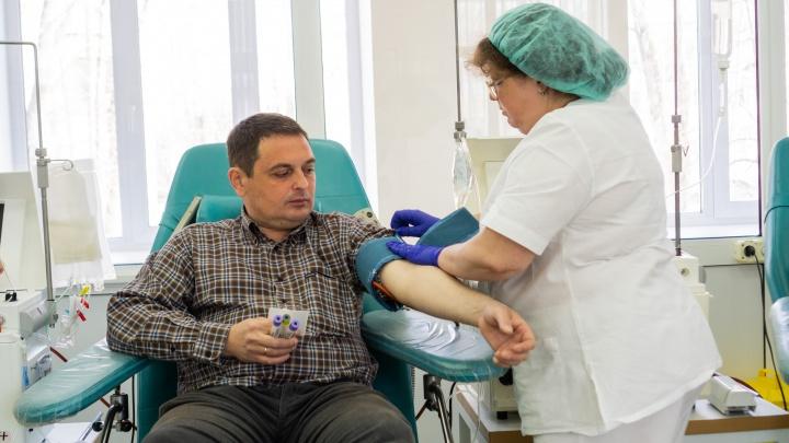 Полсотни омичей, переболевших коронавирусом, стали донорами плазмы для зараженных