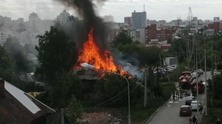 «Сгорел за несколько минут»: в Перми произошел пожар в частном доме. Видео