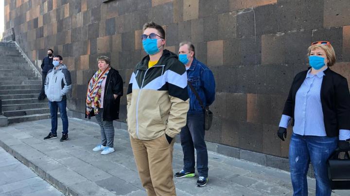 «Эвакуация? Плати»: что происходит с ростовчанами, закрытыми на границе Армении из-за коронавируса