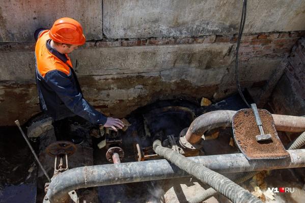 Коммунальщики уверяют — горячей воды не будет всего пару дней