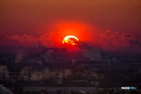 В данный момент астрономы наблюдают на Солнце одиночное небольшое пятно, которое вызвало колебания магнитных волн