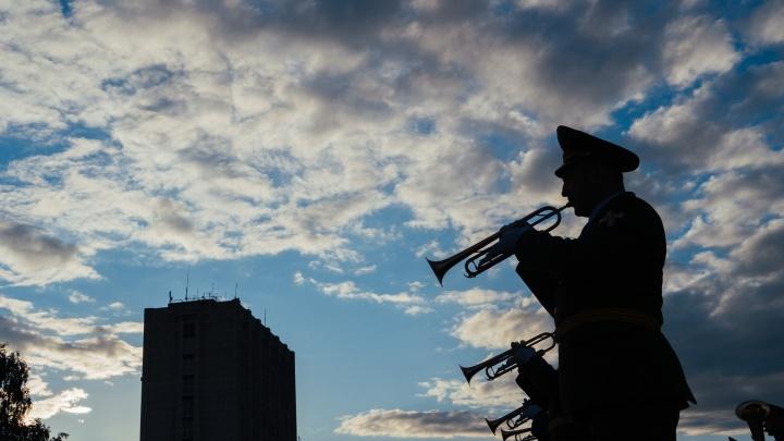 Танки, авиация и трудовые мозоли: 25 ярких снимков генеральной репетиции парада Победы