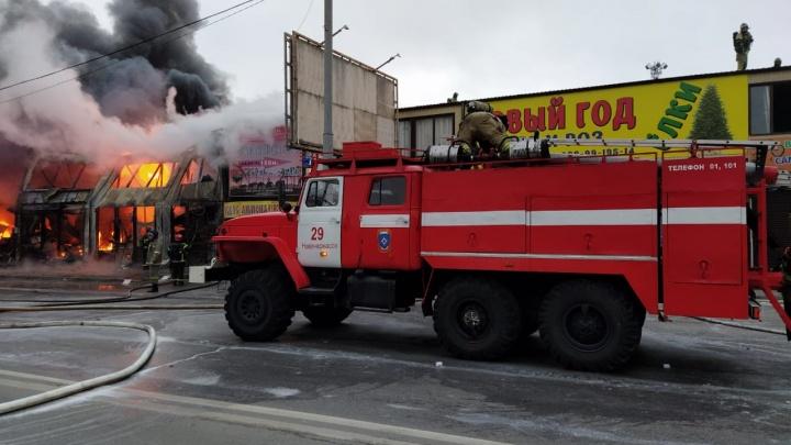 В Ростове загорелся рынок «Классик» — видео