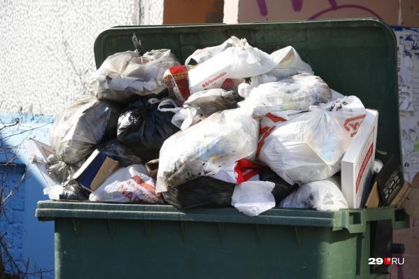 Среди многочисленных жалоб на регоператора — несвоевременный вывоз мусора
