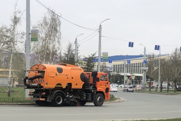 Состояние дорог — вопрос, который всегда остро стоит на повестке дня у коммунальщиков. Не меньше чистота и благоустройство проезжей части, тротуаров и парковок волнует и челябинцев