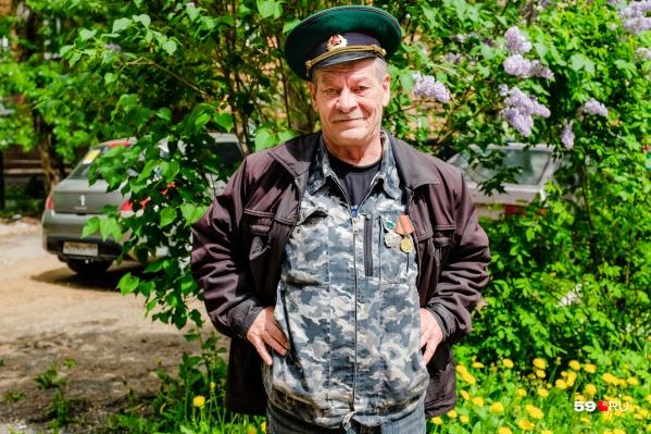 Василий Иванович сегодня надел свои ордена