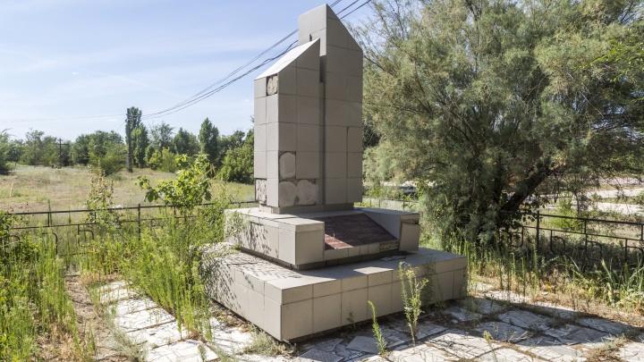 Под Волгоградом коронавирус мешает ремонтировать памятник героям Великой Отечественной войны