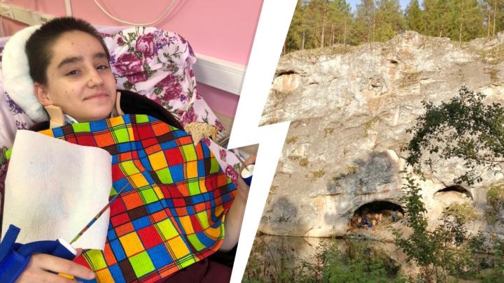 Сама ест и ездит в коляске: врач показала, как восстанавливается девушка, упавшая со скалы в Оленьих Ручьях