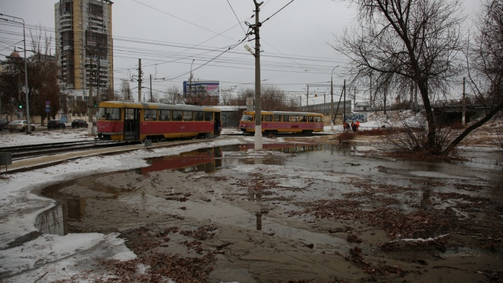 В центре Волгограда устраняют крупный порыв на магистральном водоводе