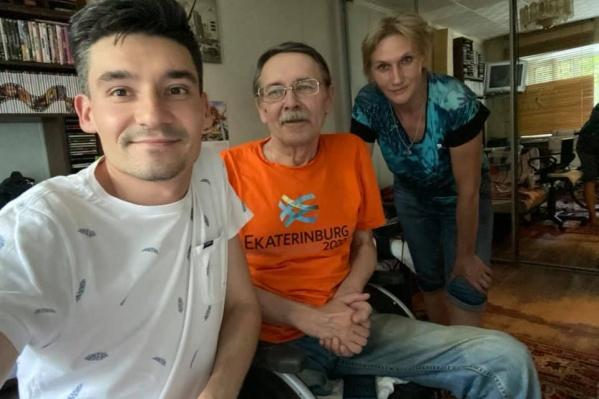 Наш коллега Александр Беляев теперь передвигается на коляске, но инвалидом его так и не признали