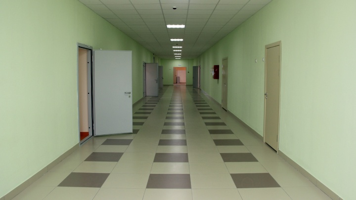 Карантин по коронавирусу ввели ещё в 12 школах Омской области