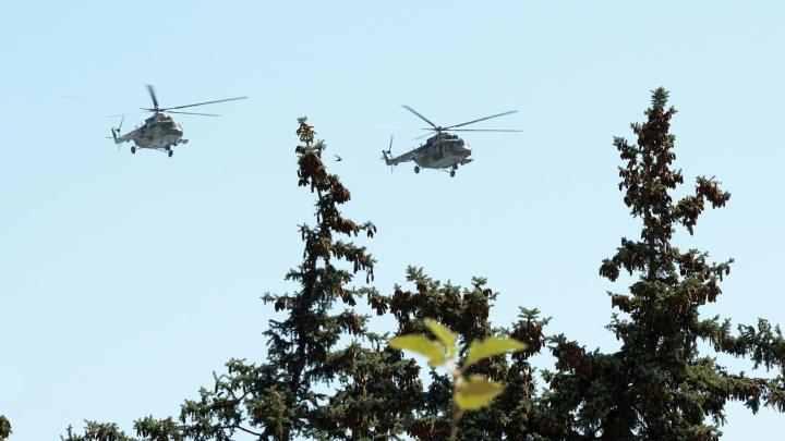 Над центром Волгограда пронеслись сверхзвуковые истребители и вертолеты