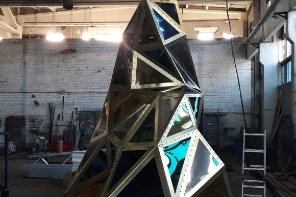 Сегодня вечером новый арт-объект переедет в парк «Раздолье»