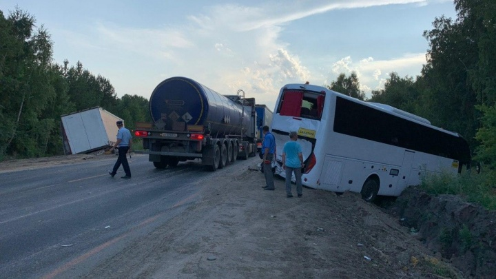 «Водитель фуры был пьян»: тюменец рассказал подробности ДТП с автобусом под Курганом