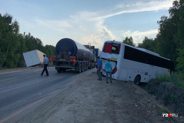 Авария под Курганом с участием автобуса с тюменскими туристами