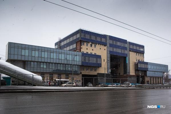 Здание автовокзала на Красном проспекте начали строить почти 15 лет назад