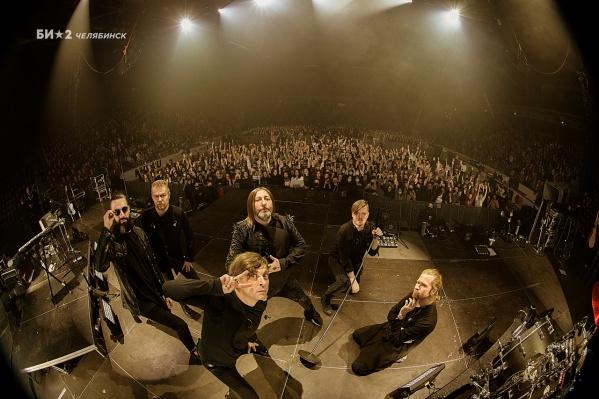 «Би-2» выступила в Челябинске в рамках тура «Выйди из дома»