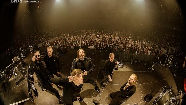 Маски и столпотворение в фан-зоне: смотрим на концерт «Би-2» в пандемию глазами челябинцев