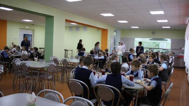 В школах Курганской области проверяют качество бесплатных горячих обедов