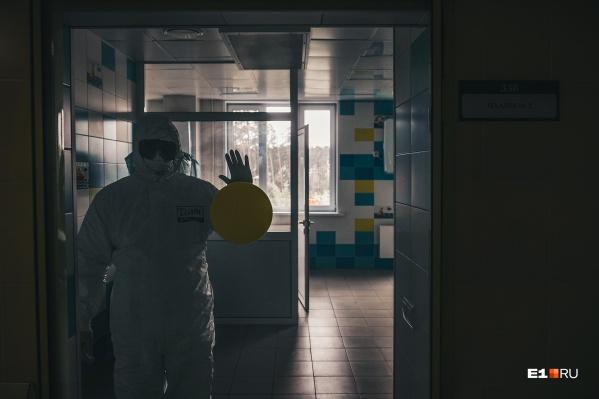 По словам врачей, тяжелее всего с вирусом справляются люди пожилого возраста