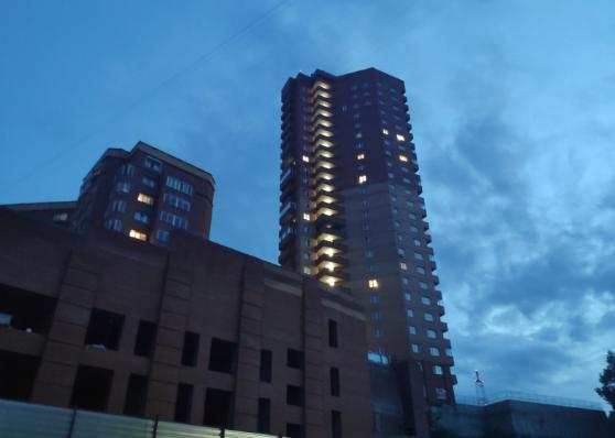 В Горском микрорайоне из окна четвёртого этажа выпал мужчина