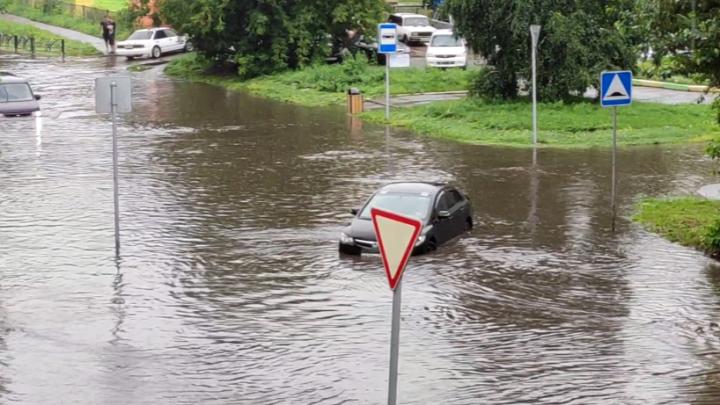 Итоги второго дня потопа в Красноярске: самые эффектные кадры стихии