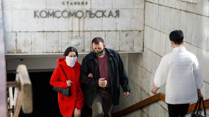 Люди в масках: волгоградские кондукторы и коммунальщики запаслись дефицитным товаром на неделю «тишины»