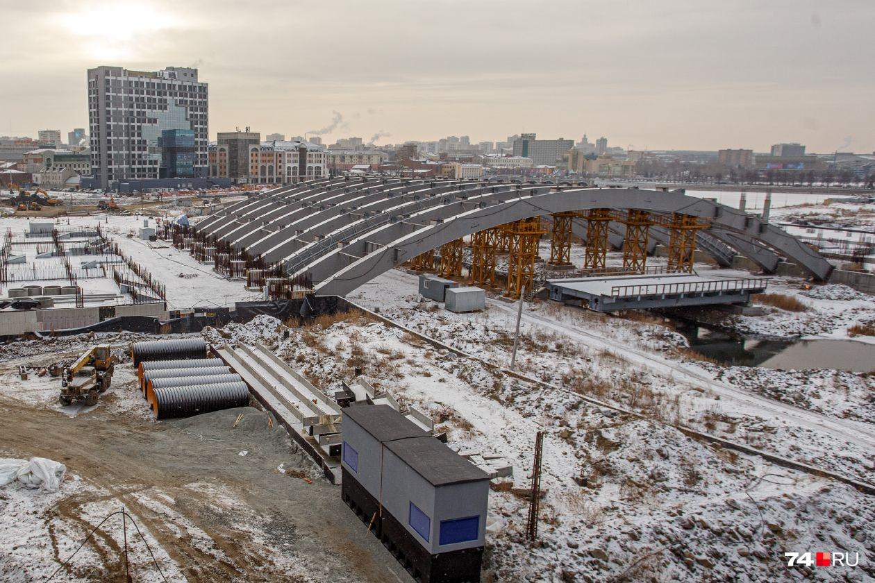 Недострой на реке Миасс (планируемый конгресс-холл «Крылья») рискует превратиться в еще один печальный символ Челябинска. Но у губернатора есть планы