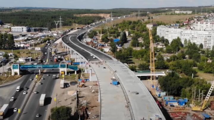 Появились ограждения и асфальт: когда откроют движение по трехуровневой развязке под Тольятти