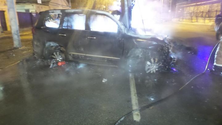 Авария, в которой Lexus c «блатными» номерами насмерть сбил пешехода и загорелся, попала на видео