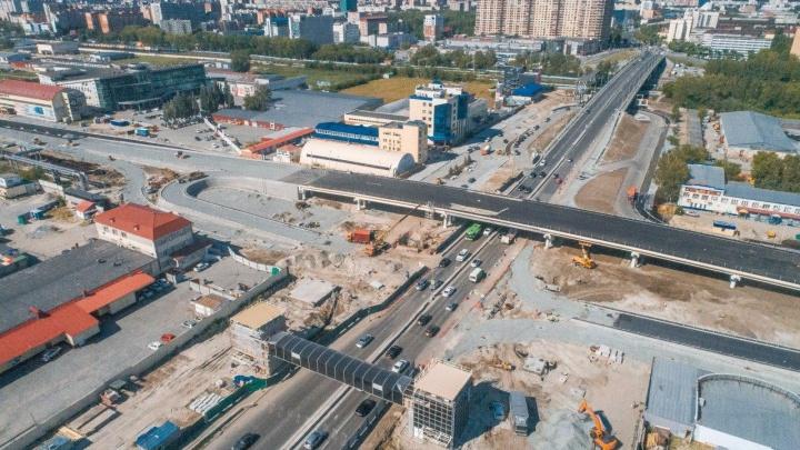 Тюменские власти рассказали, когда завершится строительство развязки на Мельникайте