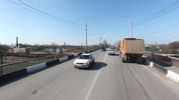 Глава Ростова рассказал, что мешает реконструкции моста на Малиновского