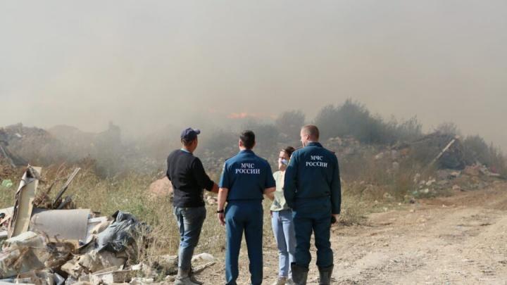 Пожар охватил мусорный полигон в Волгодонске. Тушение займет неделю