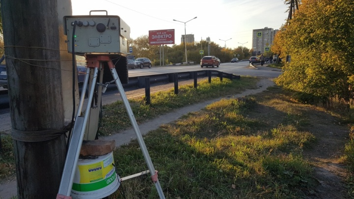 В Кургане неизвестные подожгли дорожную камеру на шоссе Тюнина