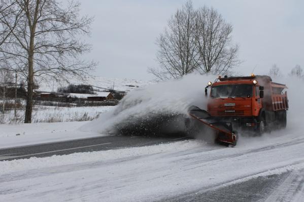 Только на федеральные трассы готовы выйти 350 спецмашин для очистки дороги