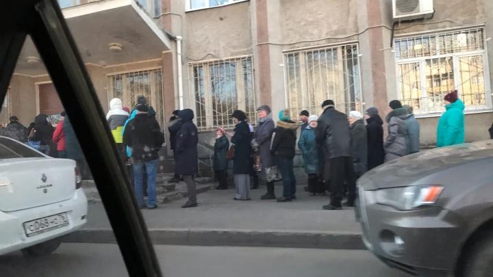 «Народ в бешенстве»: из-за коронавируса жителей Рыбинска не пустили в собес