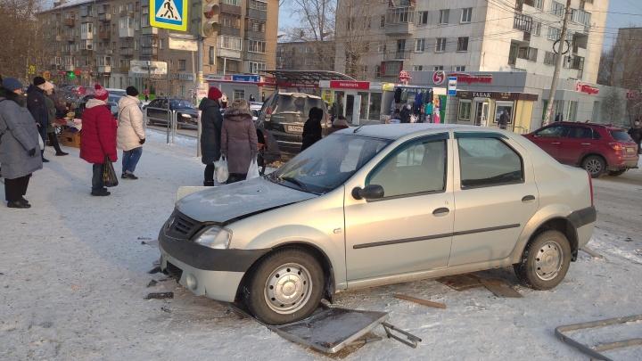 В больнице рассказали о состоянии пешеходов, пострадавших в ДТП с вылетевшей на тротуар машиной