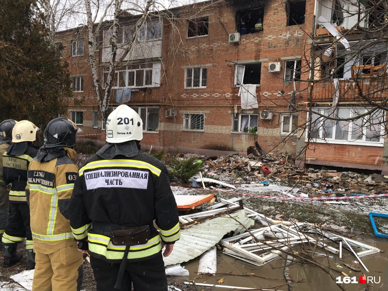 От взрывной волны выбило окна не только на третьем, но и на втором этаже